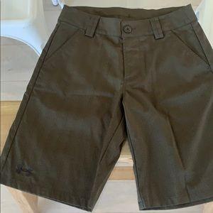 Under armour boys golf shorts size medium